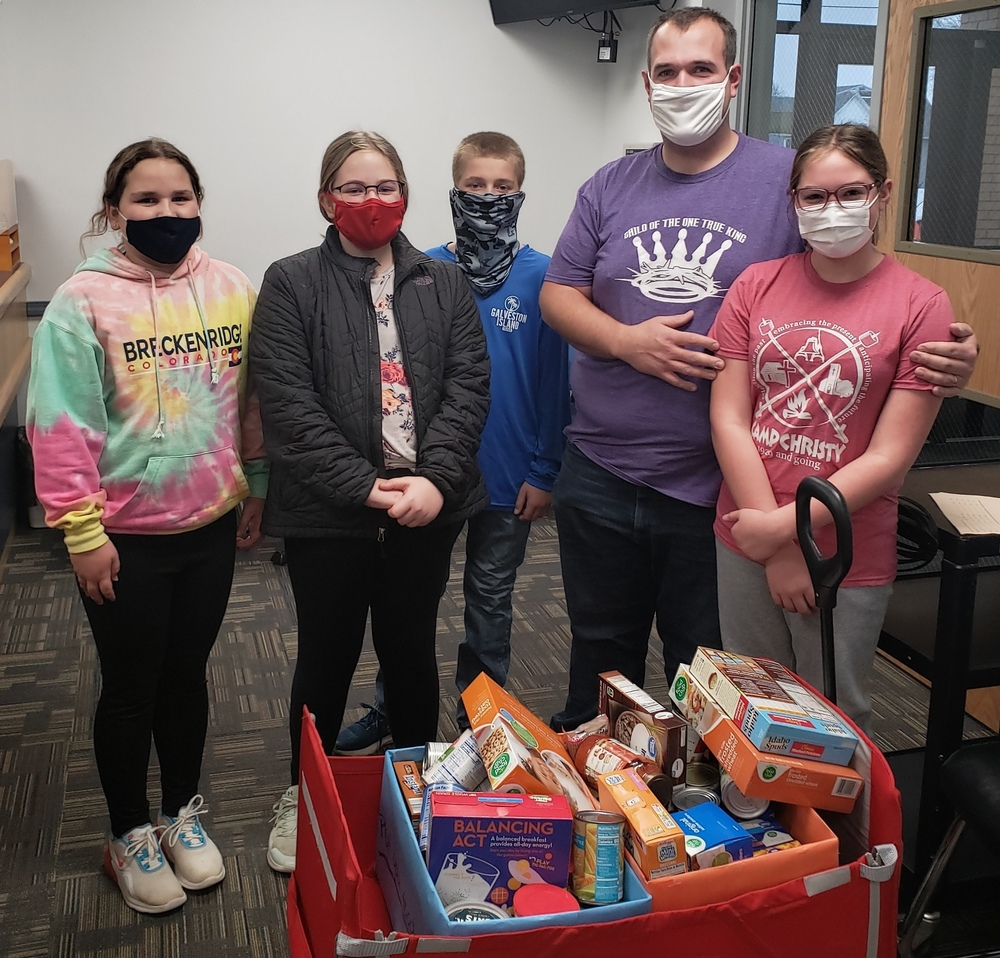 6th Grade Classes Collect Food for Food Bank